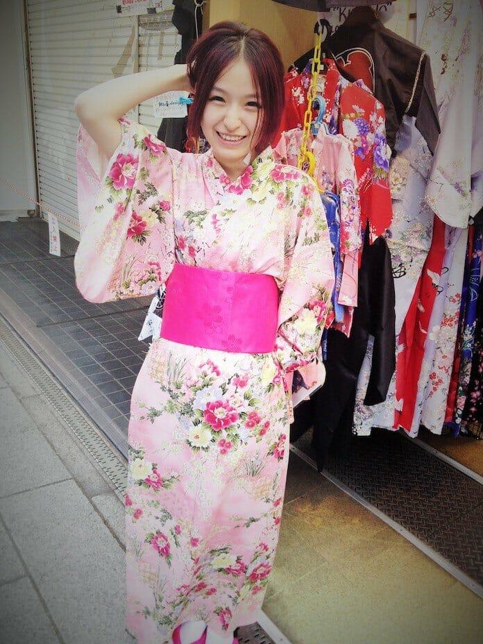 kimonolu kız