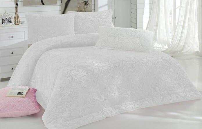 beyaz yatak