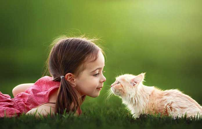 kız hayvan sevgısı